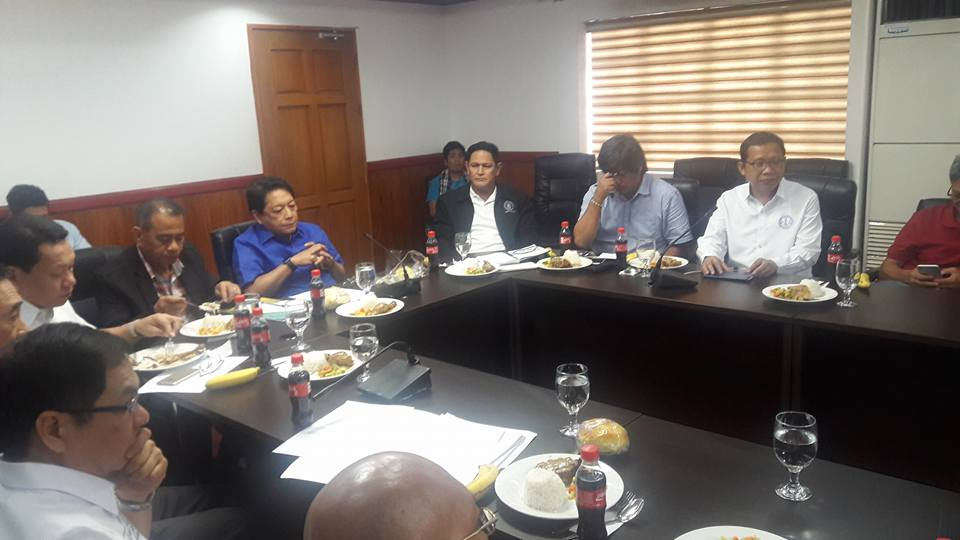 Labor Secretary Silvestre Bello with NAGKAISA leaders during a dialogue Thursday (05 January) Morning.