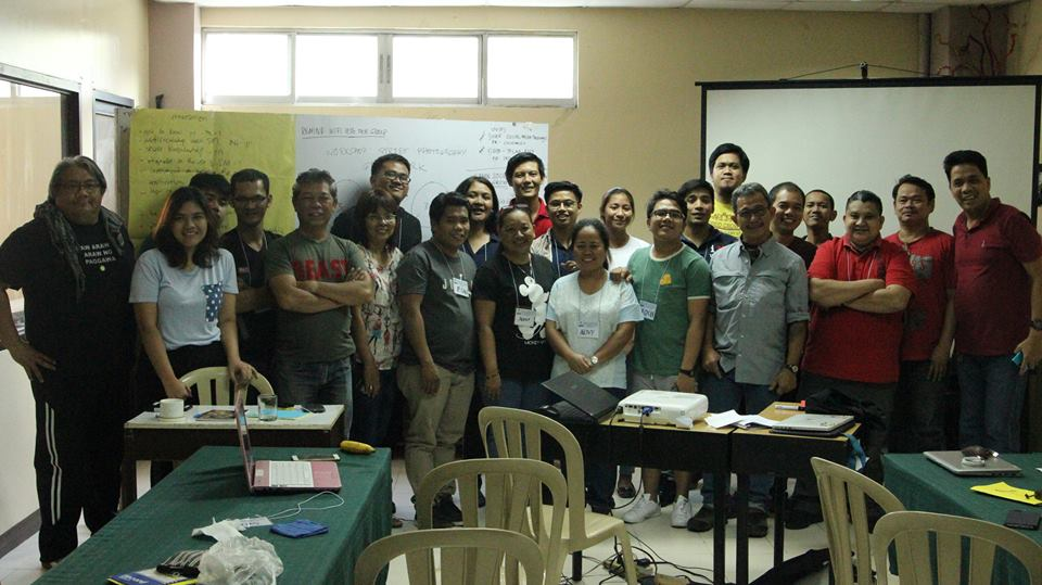 PMAA-CPM Director Jim Libiran and Award winning photojournalist Luis Liwanag with the attendees of the 3 days social media training.